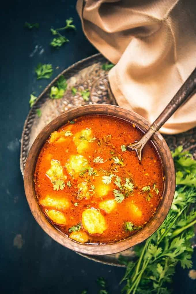 Bhandare wale aloo ki sabji is a traditional North Indian recipe usually made during 'poojas' or 'hawans' at the temple or even at home. Bhandare Wale Aloo Ki Sabzi Recipe, Aloo Sabzi Recipe, bhandare wali aloo sabzi recipe, mathura ke dubki wale aloo recipe, aloo recipe, aloo curry recipe, potato recipe, potato curry curry recipe, aloo sabzi recipe, bhandare wale aloo ki sabzi, aloo ki sabzi with kachori recipe, recipe for aloo ki sabzi with poori, aloo ki sabzi gravy