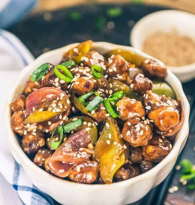 Smeared with a variety of sauces, garlic, ginger, fresh spring onions and finely sauteed soya chunks, Soya Manchurian Gravy is both delicious and healthy.