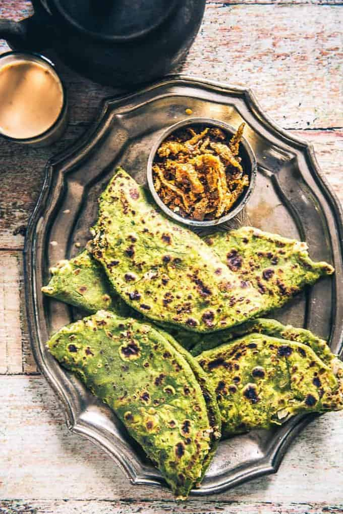 Here is how to make How to make Palak Paneer Paratha, which is as delicious as Palak Paneer Sabzi and is super easy to make as well.