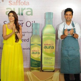 Saffola Aura - The new Super Oil with Olive Oil and Flaxseed Oil