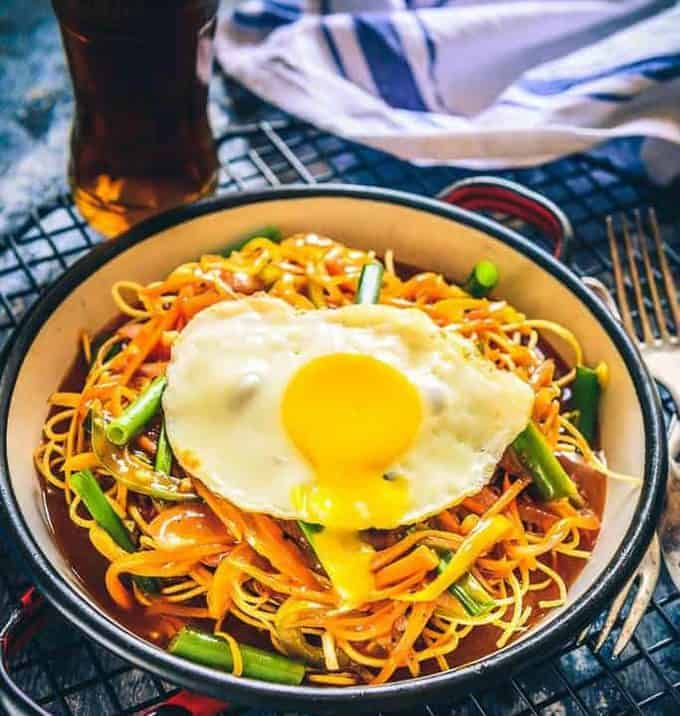 Veg American Chop Suey Recipe is a delicious, vegetarian variation of American Chop Suey that has veggies, noodles and flavourful sauces!