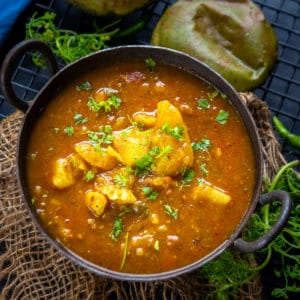Bhandare Wale Aloo ki Sabji is a traditional North Indian recipe usually made during 'poojas' or 'hawans' at the temple or even at home. Here is an authentic recipe to make this delicious curry.