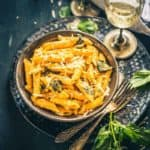 Garlicky Roasted Red Pepper Pasta is a delicious creamy Pasta full of the pungent flavour of garlic with the lovely charred flavour of the red bell peppers.