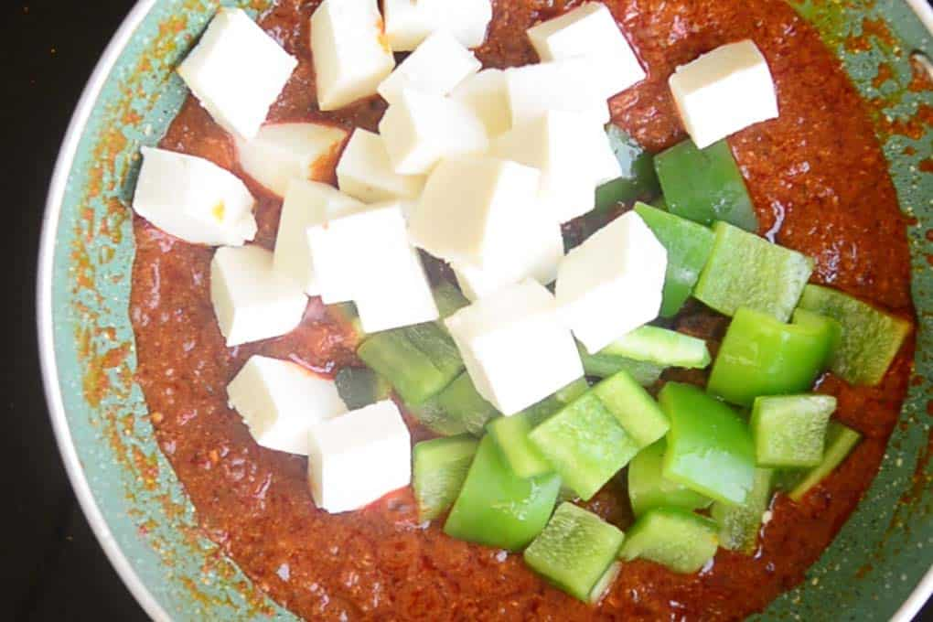 Paneer and capsicum added in the pan
