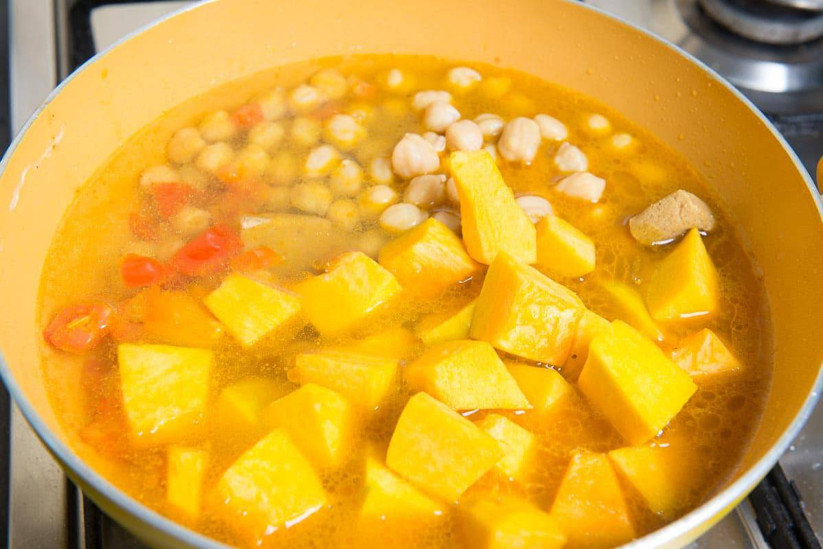One Pot Chickpea Pumpkin Coconut Curry, Pumpkin Curry with Chickpeas, vegan pumpkin curry, pumpkin coconut curry, easy pumpkin curry,