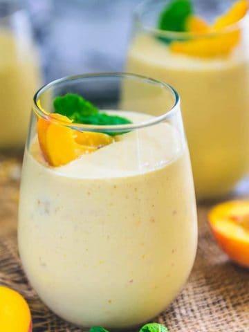 Healthy Vegan Peach Mango Smoothie Recipe, peach mango smoothie with yogurt, peach mango banana smoothie,