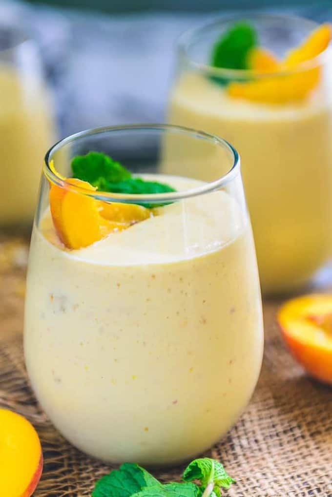 Healthy Vegan Peach Mango Smoothie Recipe, peach mango smoothie with yogurt, peach mango banana smoothie,