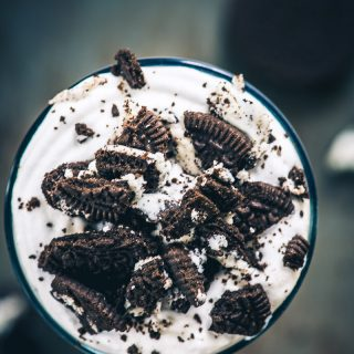 Oreo Milkshake Recipe (Cookies and Cream Milkshake) + Video