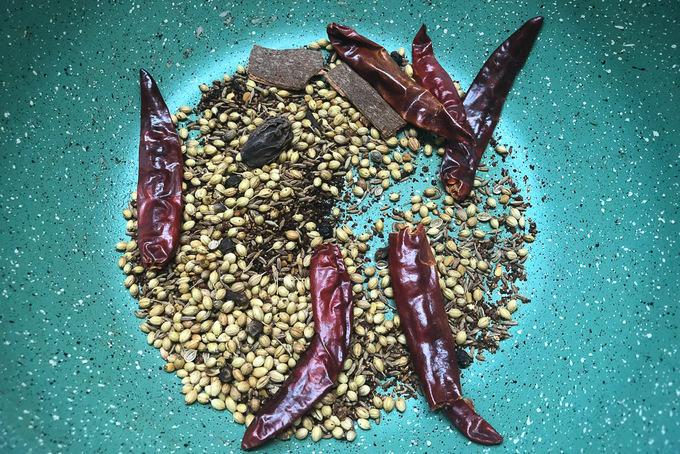Roasted chole masala ingredients.