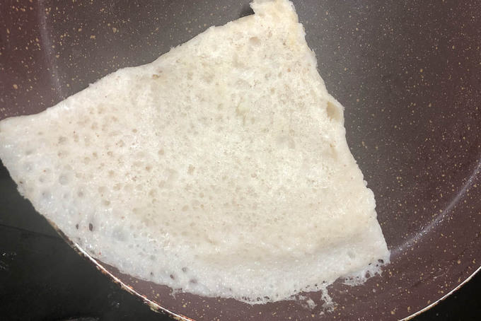 Cooked neer dosa.