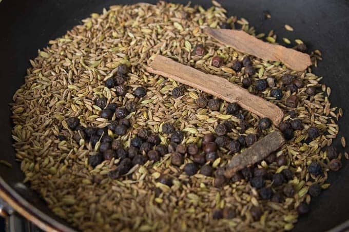 Roasted spices in the pan