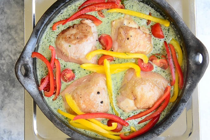 Chicken, tomatoes and bell peppers added in the pan.