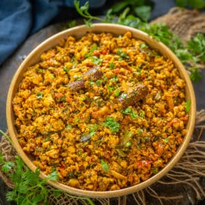 This Chicken Keema Masala dish which is a medley of onion, tomatoes, spices and chicken mince can be served along with both rice and roti. Easy to make and full of flavours, this is a great recipe to try out. Here is how to make it.