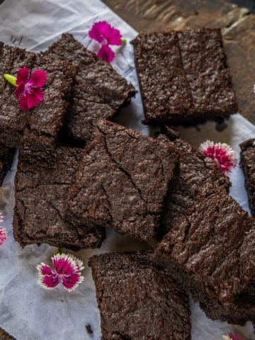 ThisEasy Nutella Brownies Recipe, as the name reveals, combines the best of both the worlds, soft chewy brownies and Nutella :). Slightly crunchy on the top and gooey in the centre, they are a treat to the taste buds. Here is how to make these.