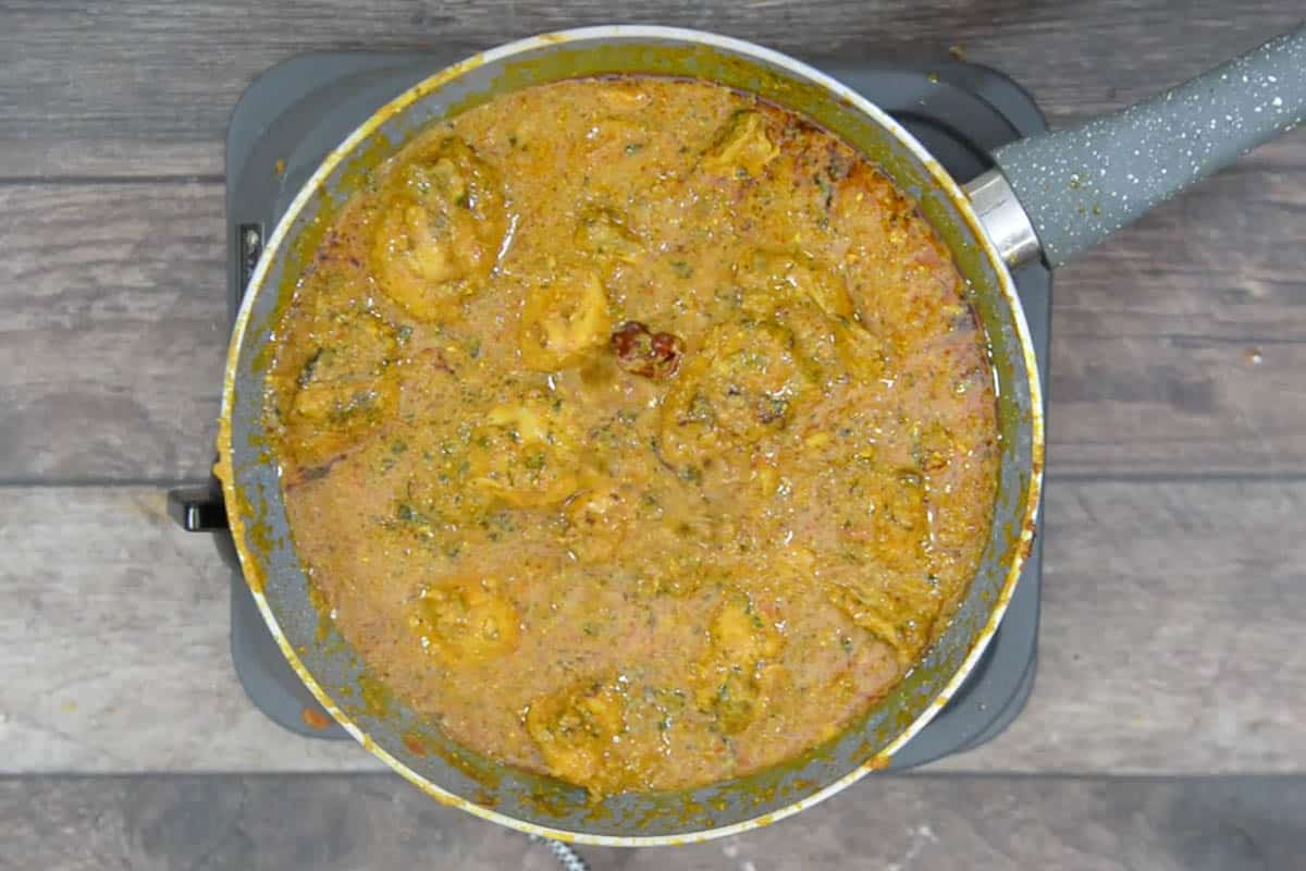 Ready dhaba style chicken curry.