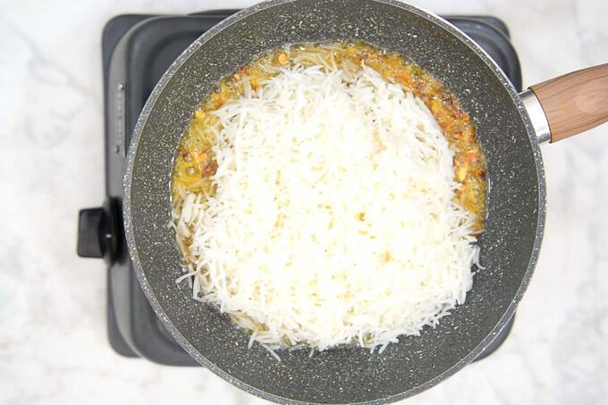 Rice added in the pan.