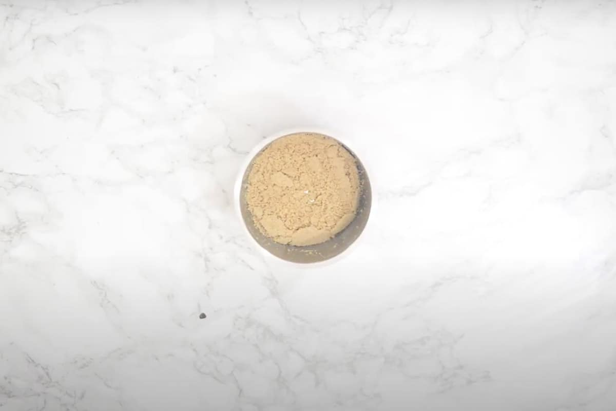 Poppy seeds powder.