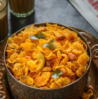 Cornflakes Chivda served in a bowl.