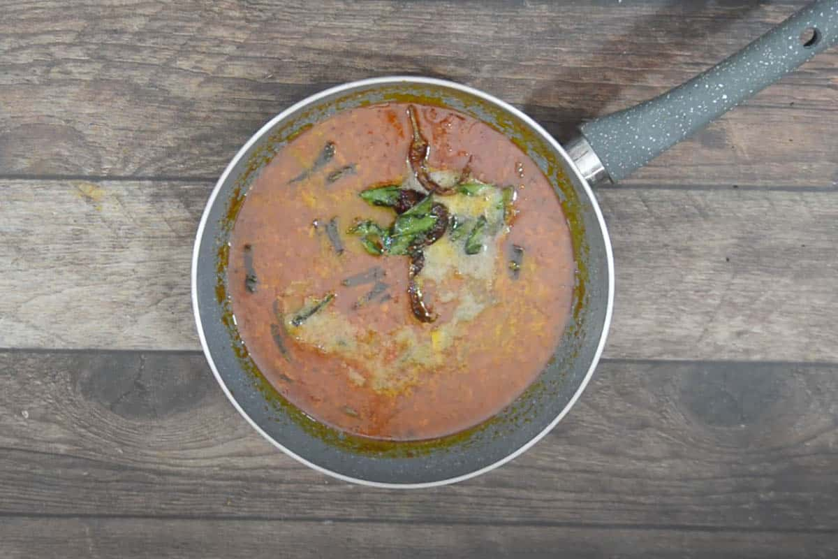 Tempering poured over ready kadala curry.