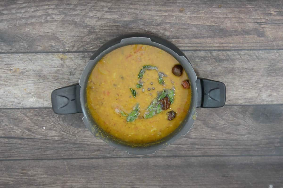 Tempering poured over ready mullangi sambar.