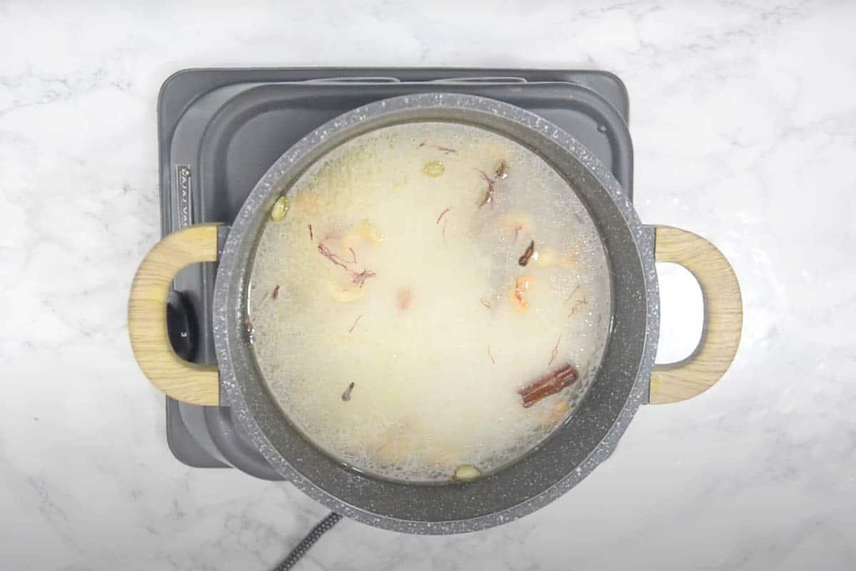 Rice, water, sugar and saffron added to the pan.