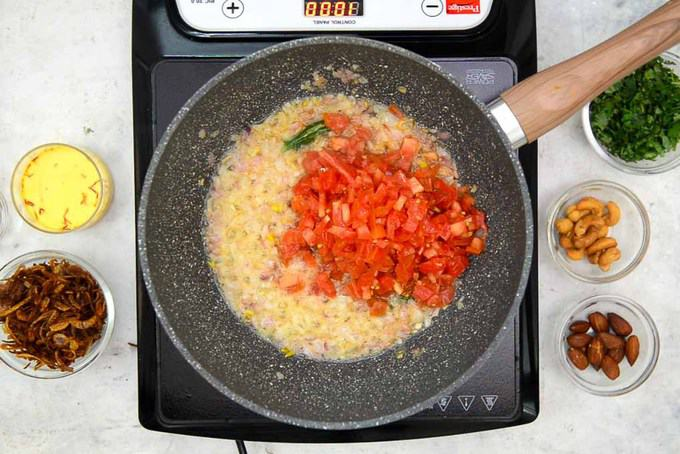 Chopped tomatoes added in the pan.