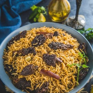 Gucchi pulao served in a bowl.