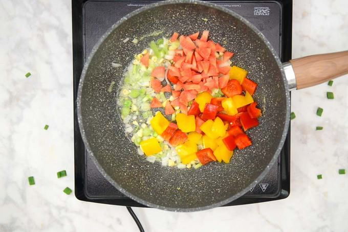 Bell pepper and carrot added in teh pan.