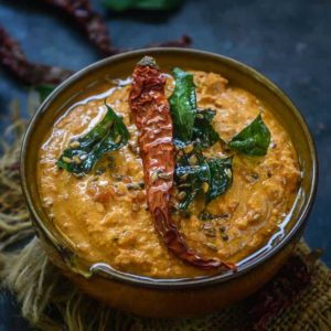 This peanut chutney is a delicious side dish with idli, dosa and uttapam. Learn an easy recipe to make it.