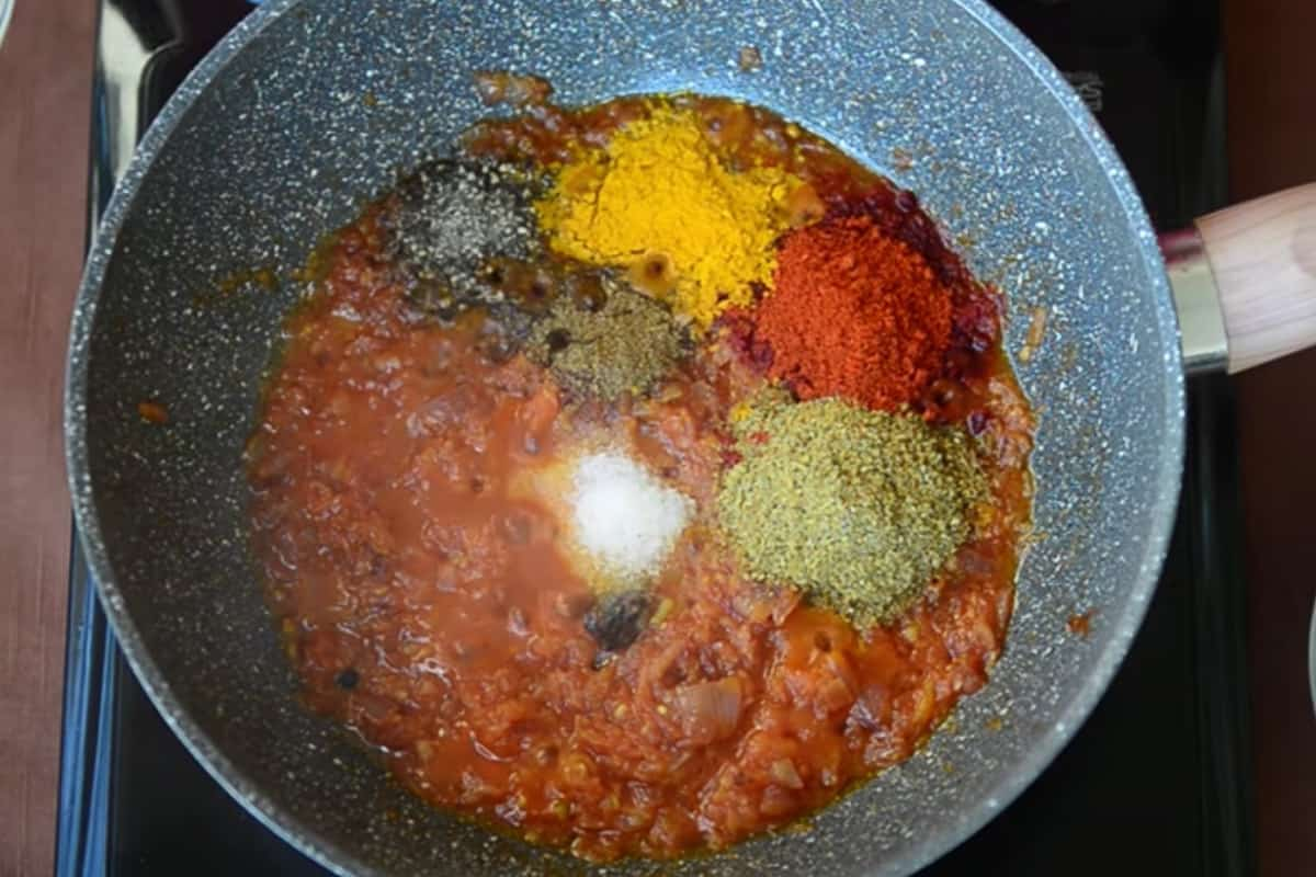 Spice powders added in the pan.
