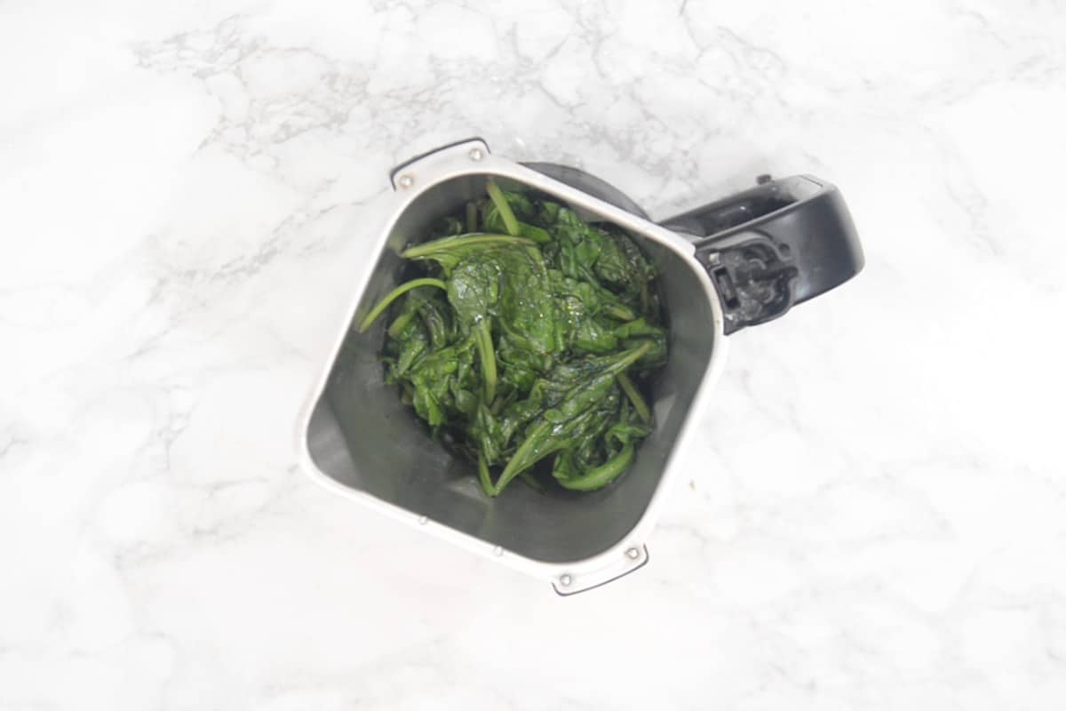 Spinach added in a grinder along with green chillies.