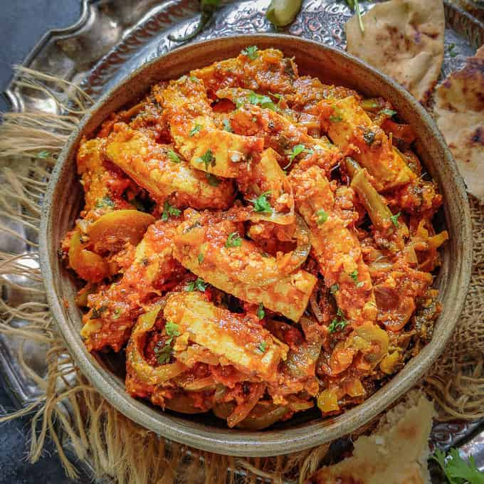 Paneer Jalfrezi is a melange of Indian Cottage Cheese or Paneer and vegetables in a spicy onion tomato sauce. It is very easy to make restaurant style recipe at home using basic ingredients. Here is how to make Paneer Jalfrezi Recipe.