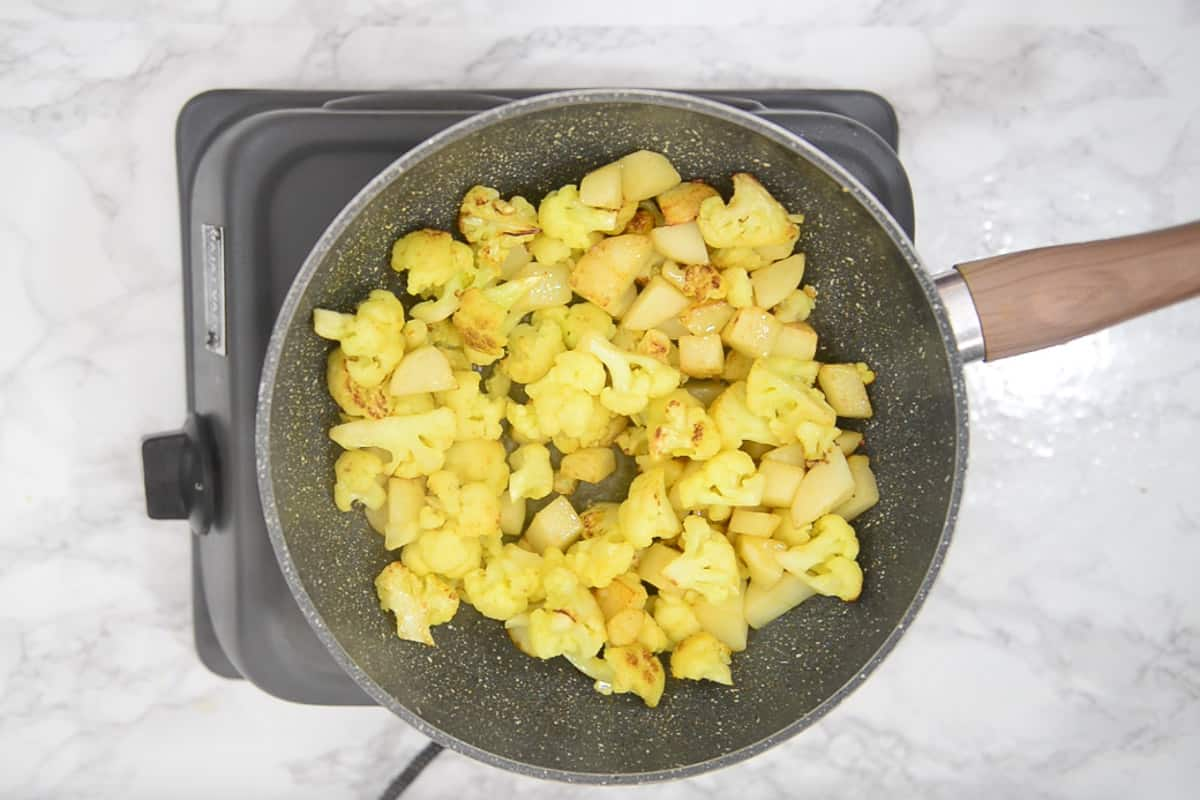 Fried cauliflower and potatoes.