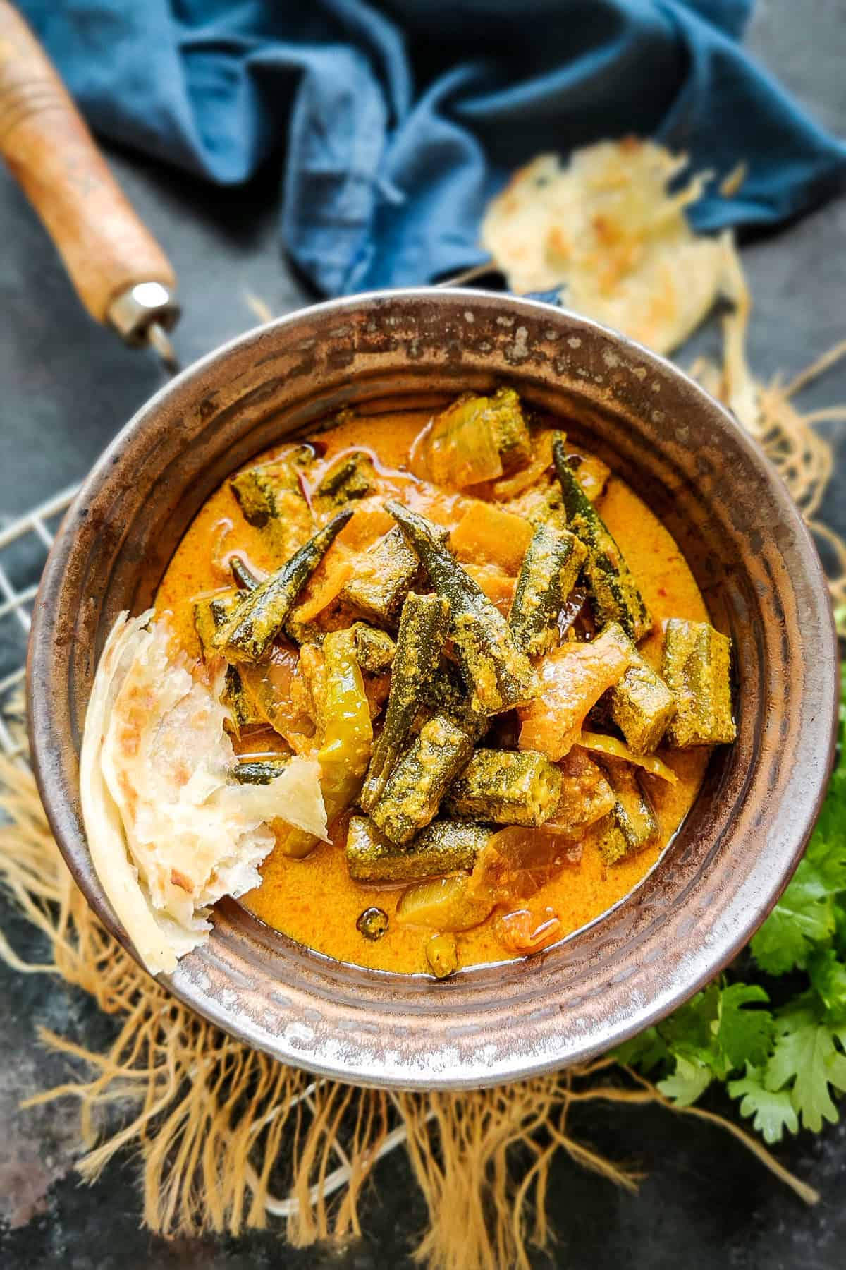 Dahi bhindi served in a bowl.