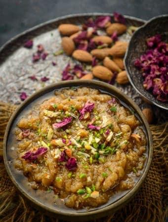 Rajgira halwa or Rajgira Sheera served in a bowl.