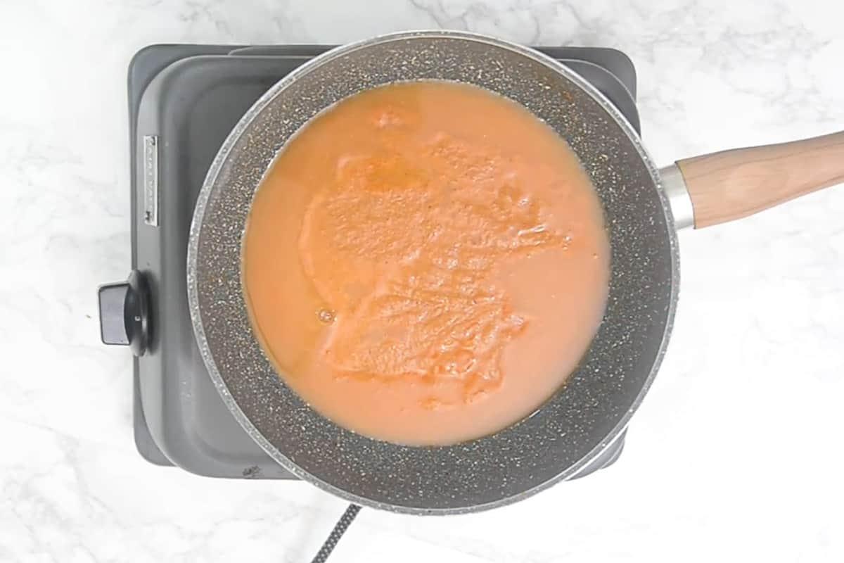 Ready tomato shorba.