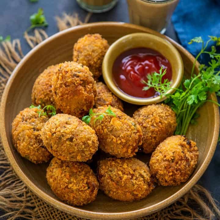 Crispy Veg Cutlets are Indian tea time snack made using a variety of vegetables. These are mostly fried until crisp and browned but you can definitely bake or air fry them for a healthier version.