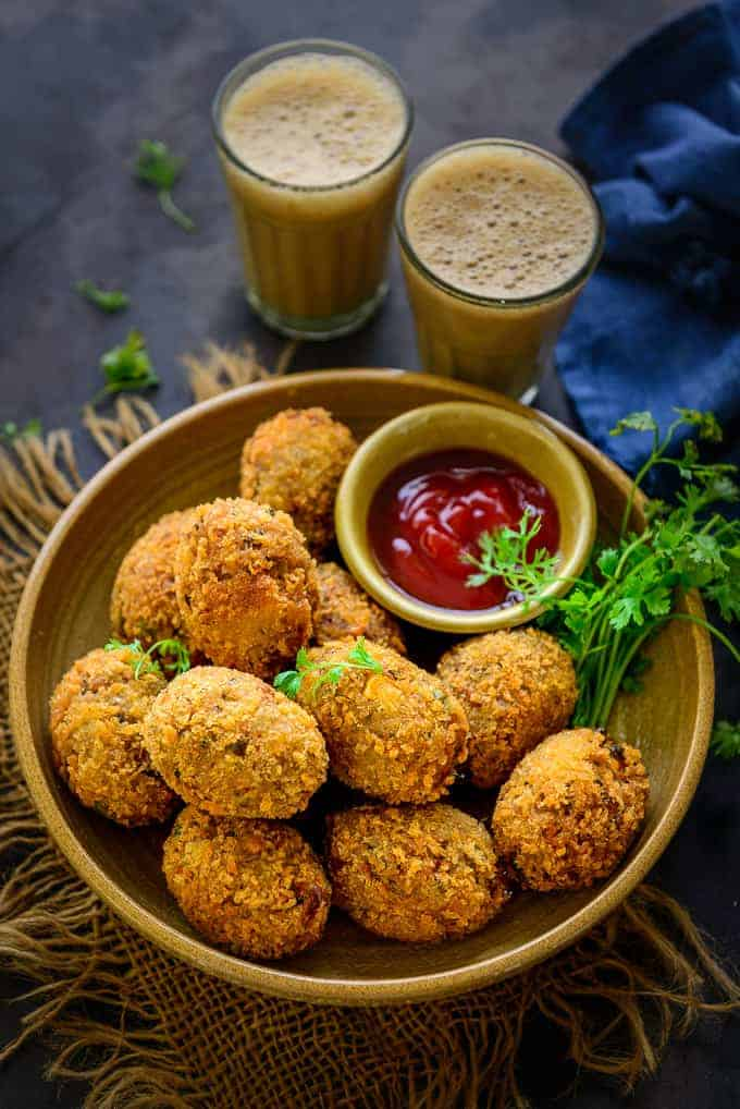Veg cutlet served with tea.