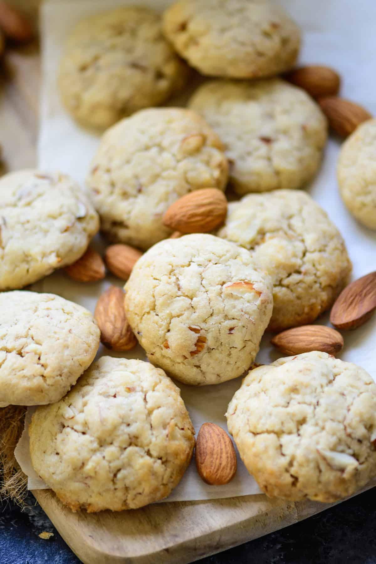 Crispy almond cookies.