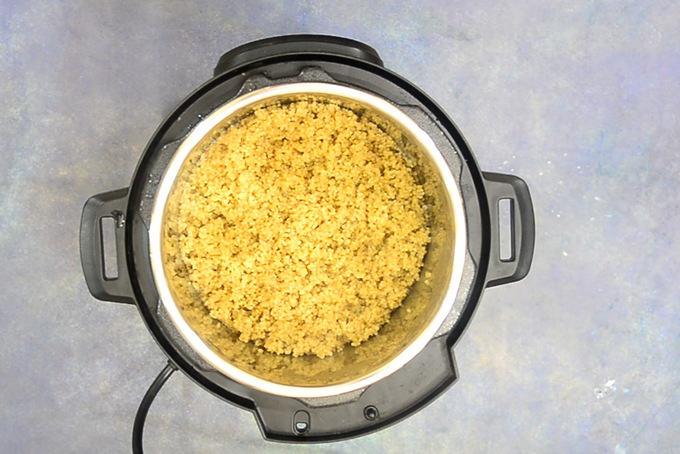 Ready quinoa in instant pot.