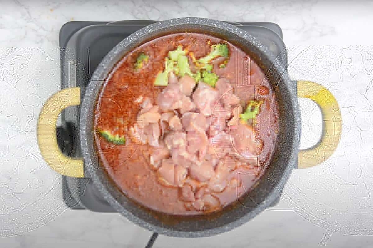 Chicken and vegetables in boiling curry