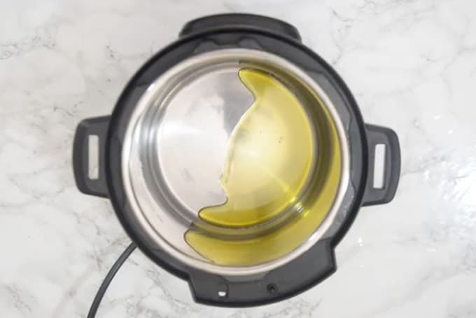 Olive oil added in instant pot.
