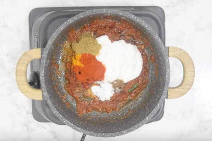 Yogurt and spice powders added in the pan.