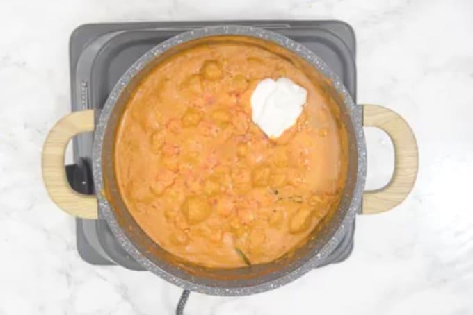 Fresh cream, lemon juice, honey added in the pan.