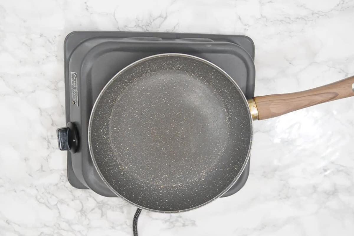 Non stick pan heating.