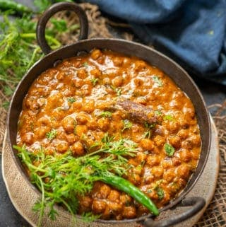 kala chana served in a bowl.