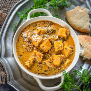 Lahsooni Methi Malai Paneer is a delicious paneer curry where paneer cubes are cooked in a spicy gravy along with fenugreek leaves. Here is how to make it.