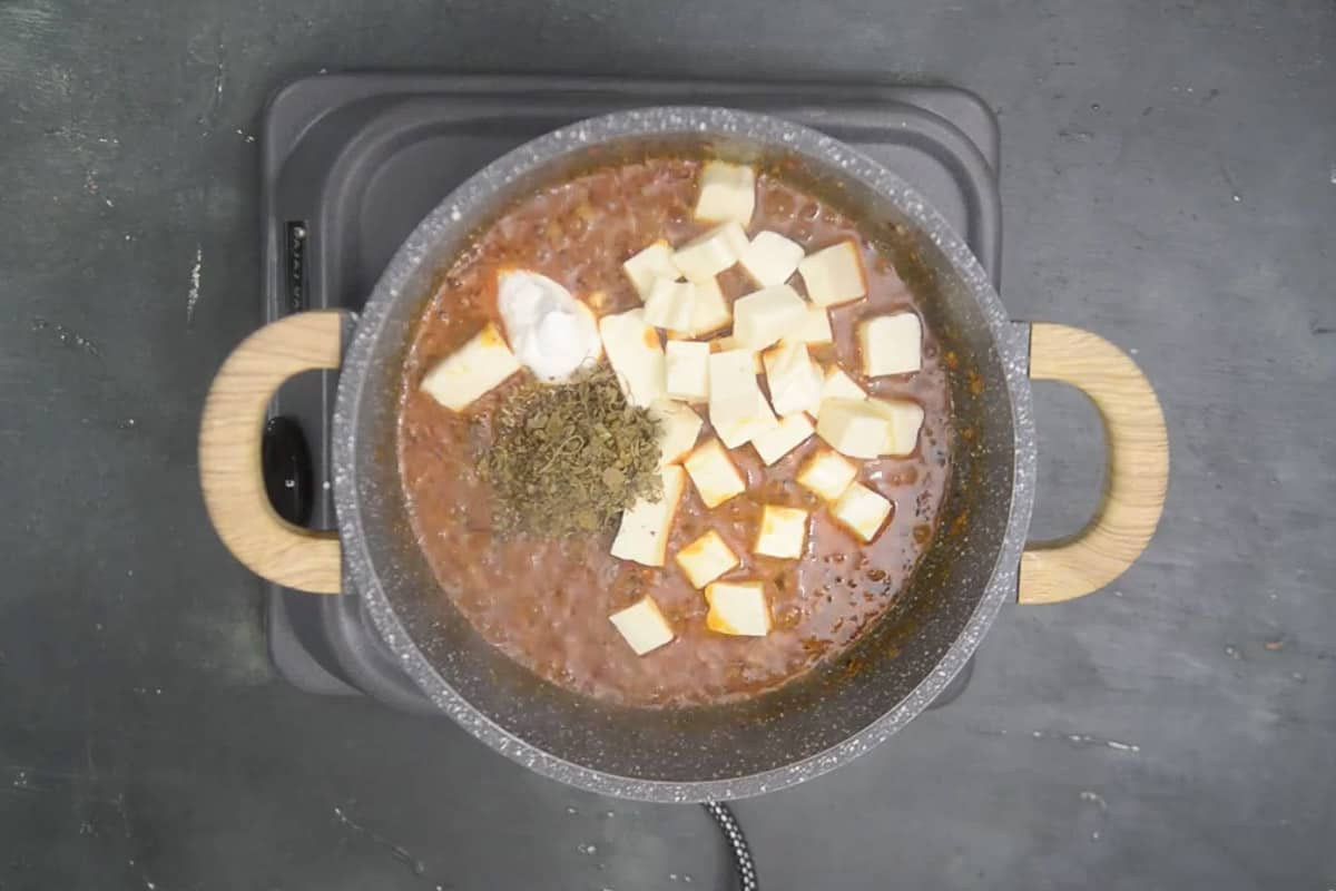 Paneer, cream, Kasuri methi, lemon juice and honey added in the pan.