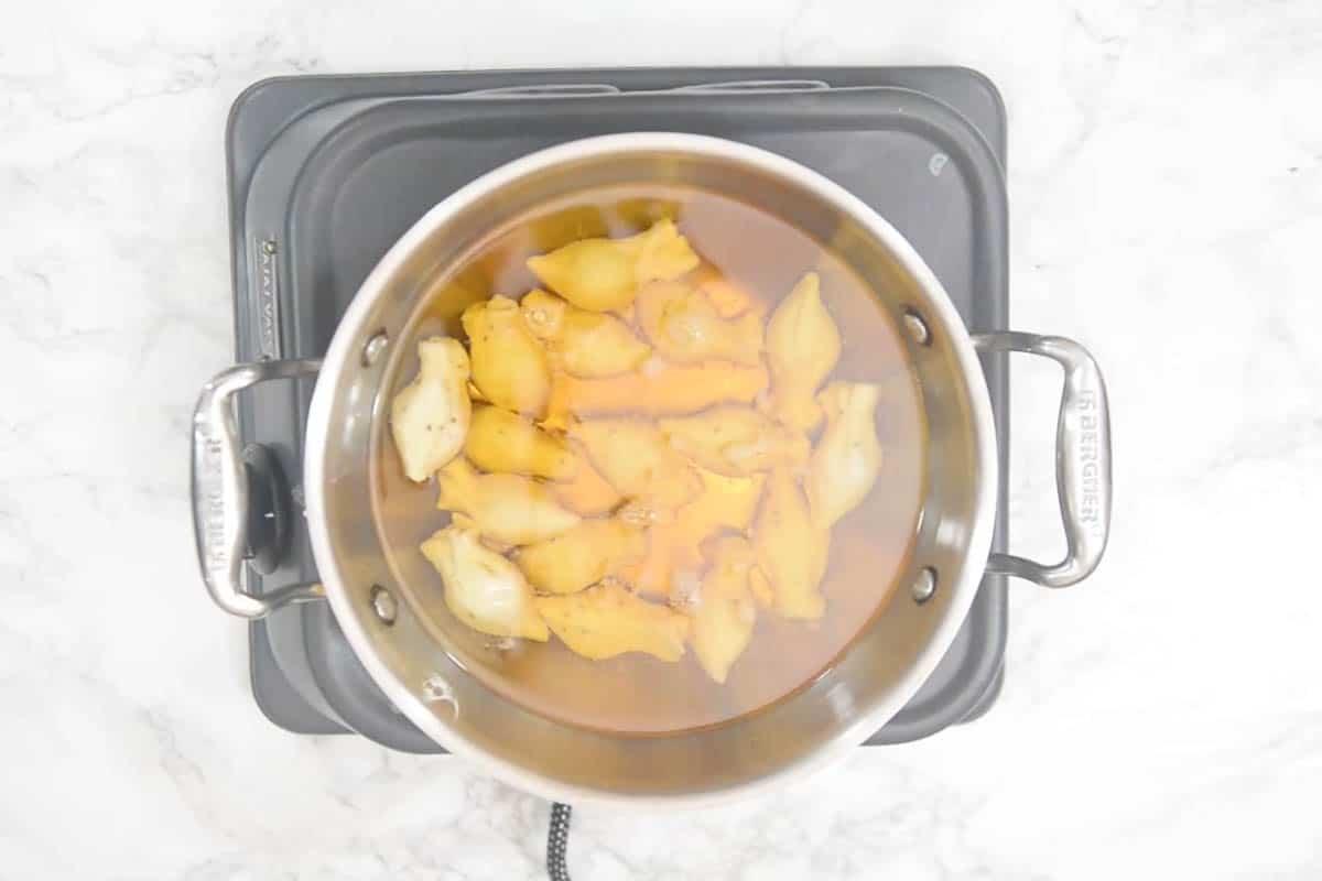Samosa frying in the oil.