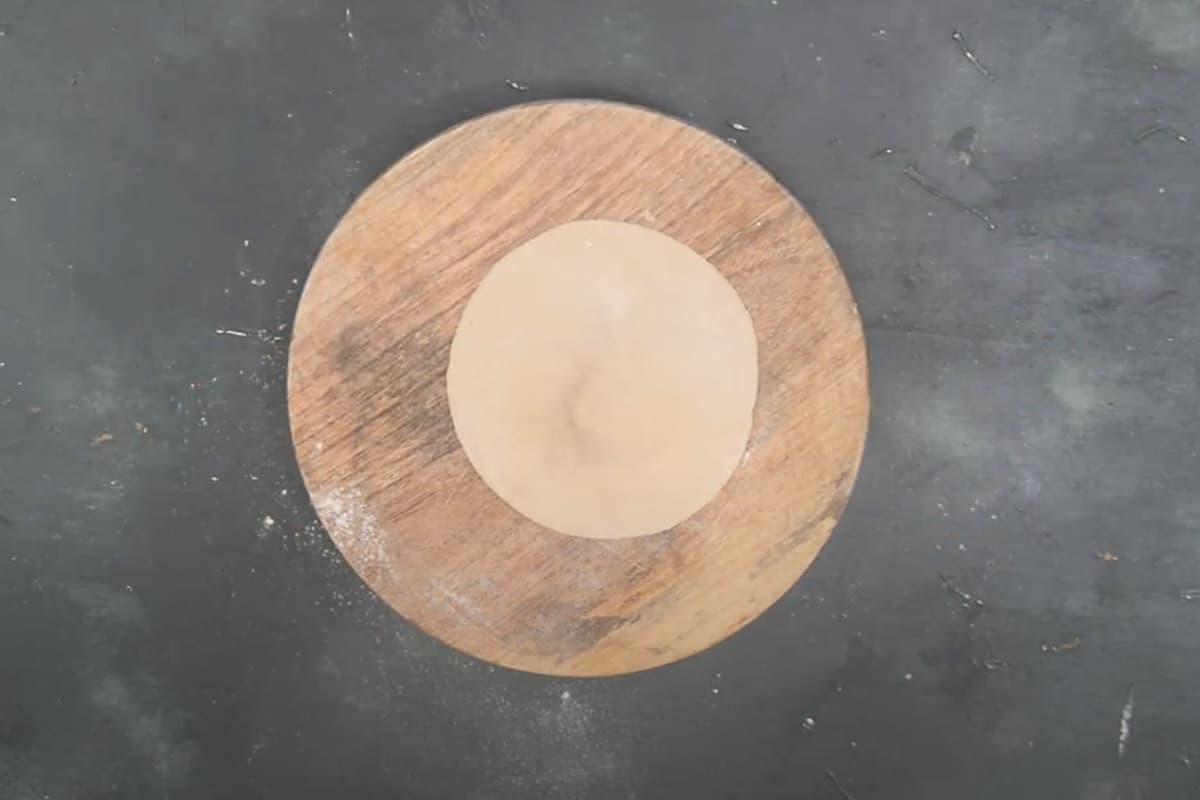 Dough ball to make a 6 inch circle.